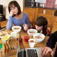 familia-afastada-pela-tecnologia